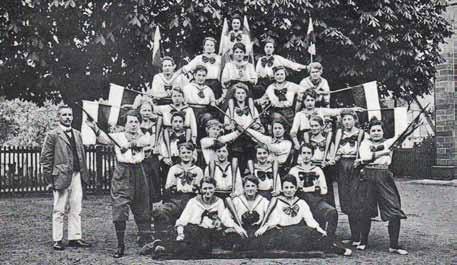 Pyramide der Turnerinnen (1920/21)