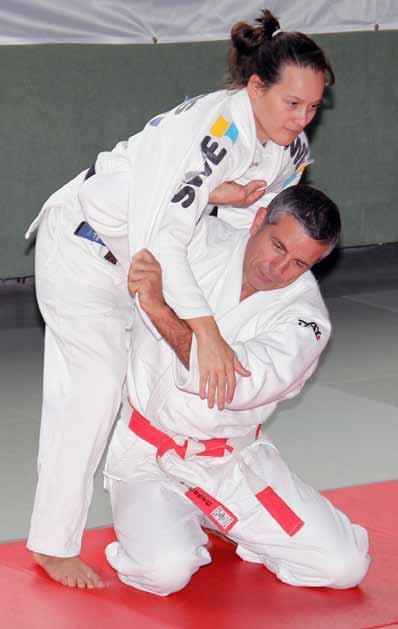 Die bisher erfolgreichste weibliche TSV-Judoka Johanna Schumann im Training mit dem ehemaligen Bundestrainer und Olympiasieger Frank Wieneke