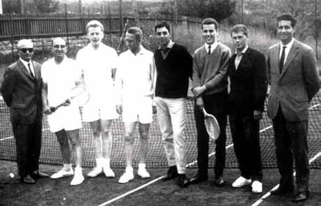 Tennismannschaft mit Mitgliedern des Vorstands, 1965